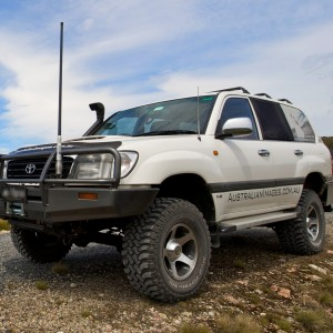 Land_Cruiser_HZJ105_2